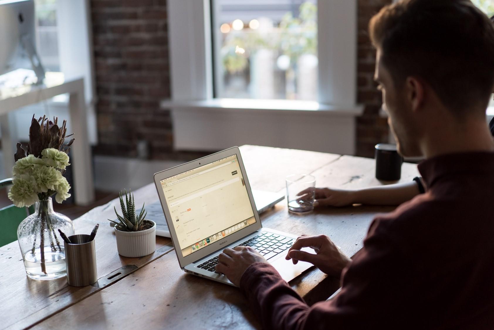 Schutz von Hinweisgebern: Die Beiträge neuer Rechtsvorschriften und Softwarelösungen